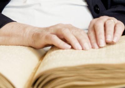 Assistenz bei Gruppenangeboten für blinde und sehbehinderte Menschen